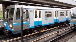 Поезд типа 81-760/761 Ока отправляется со станции Кунцевская