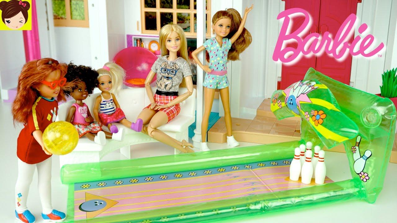 barbie compra una pista de bowling para la casa hello