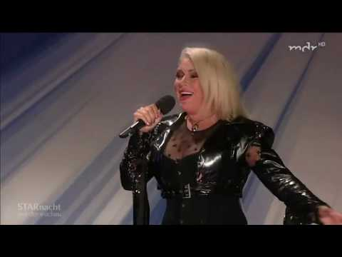 """Kim Wilde Performs Live """"You Came"""" And """"Birthday"""" On Star Nacht In Der Wachau 2018"""