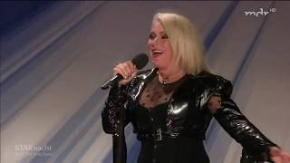 "Kim Wilde performs live ""You came"" and ""Birthday"" on Star Nacht in der Wachau 2018"
