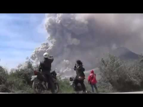 Mount Kelud Volcano  Erupts in Indonesia 02 13 2014
