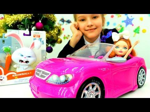 Детское видео, куклы и мультики для девочек: Маленькая девочка играет в игры для девочек.