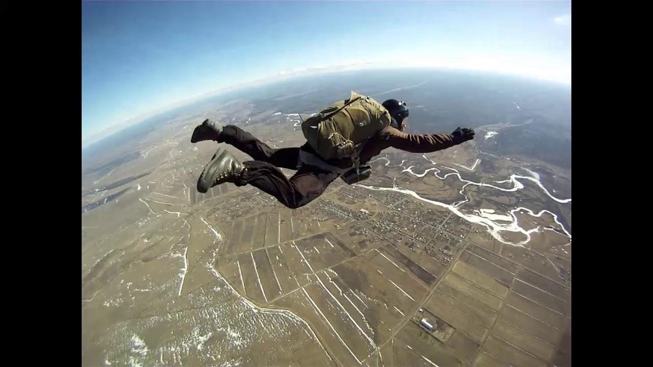 Негр парашютист