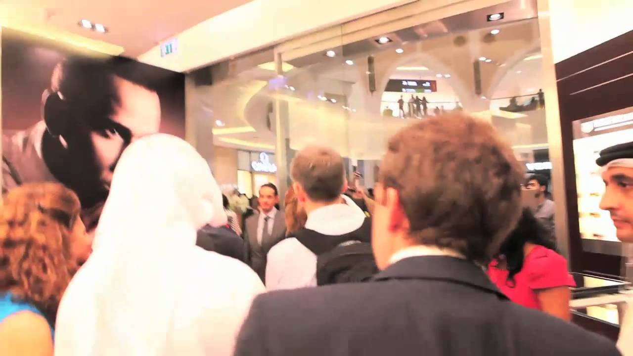 Download Lewis Hamilton pit stop @ TAG Heuer Boutique in Dubai Mall - Nov. 2011.mp4