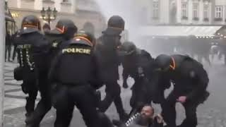 Прага:  беспорядки после закрытия ресторанов