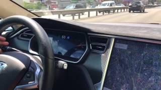 На Tesla 5 едем на автопилоте по проспекту Победы в Киеве