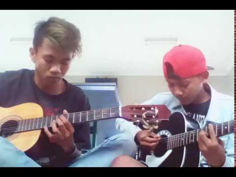 Saat ku luka Crazy rasta (cover) akustik By Adhut & Nitho
