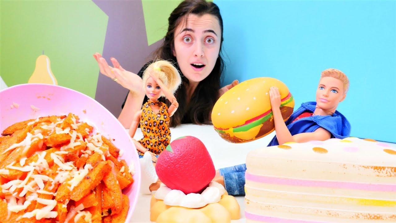 Hayal Ailesi. Barbie Ken için balkabağı cipsi pişiriyor. Yemek yapma videosu