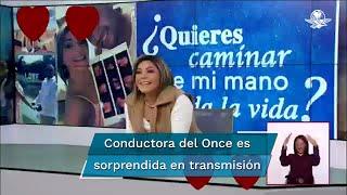 Durante la transmisión cotidiana del informativo matutino, conducido por Carla Contreras, el novio de la reportera le propuso matrimonio. El hecho generó diversas reacciones en redes sociales