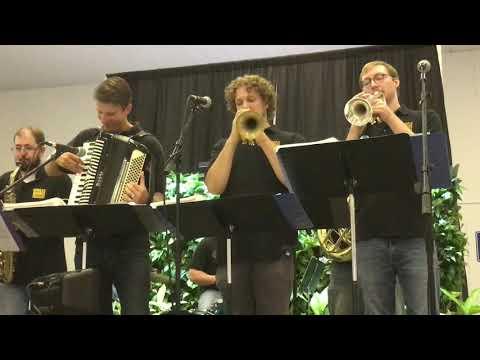 Chicken Dance Polka - Minnesota State Fair 2017 - The Brass Barn Polka Band