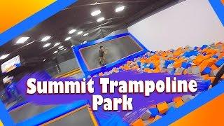 Saltando hasta más no poder (Summit Trampoline Park)