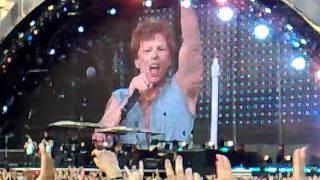 10 Iulie 2011 - Concert Bon Jovi La Bucuresti - Born To Be My Baby & We Weren't Born To Follow.mp4