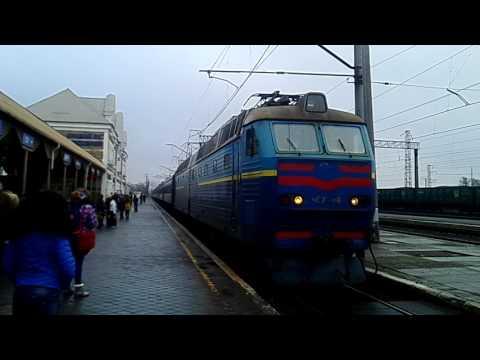 ЧС7 - 118 с поездом №375 Харьков - Херсон заходит на станцию
