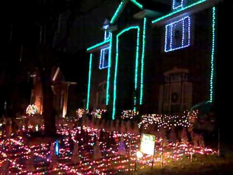 Plano Christmas lights in Deerfield on Quincy - YouTube