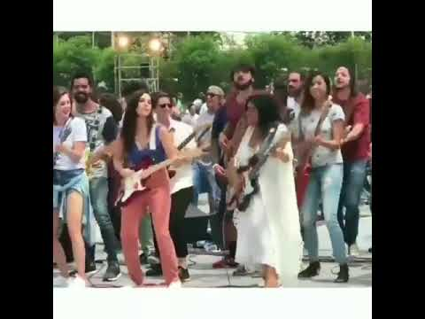 Sophia Abrahao, Regina Case e taina Muller nas guitarras- Vinheta Globo