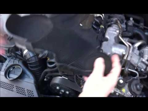 Controllare lo stato d'usura della cinghia di distribuzione Audi A4 B8 8K