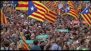 Leaders singing Catalan national anthem during protest in Barcelona