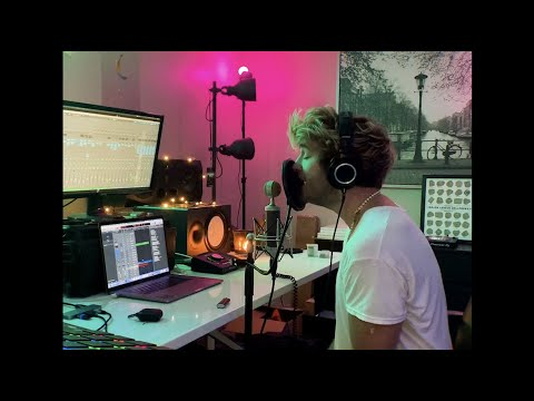 """EBEN – """"God Must Be…"""" (Charlotte Lawrence Cover) From Atlantic Records Studio"""