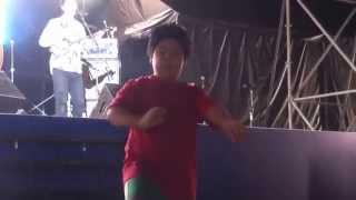踊り上手な小学生。沖縄産まれ、沖縄育ちの私ですが、カチャーシーが踊...