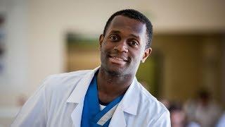 Десмонд Гогуа из Африки стал врачом в Новосибирске