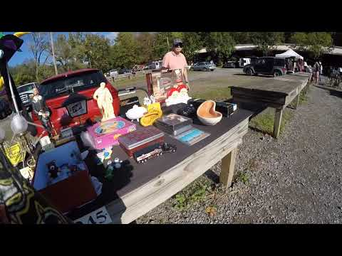 A quick walk-through of the flea market shopping finding Tons of great antiques collectibles