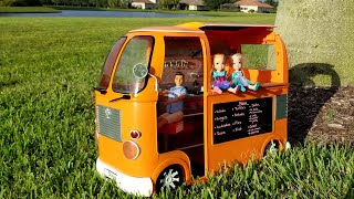 Food Truck ! Elsa & Anna toddlers  park  pet dog  turtle