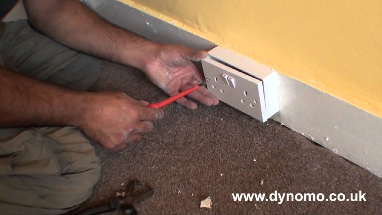 dynomo services how to wire a double socket youtube double socket wiring a outlet [ 1280 x 720 Pixel ]