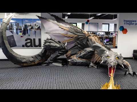 Una compagnia britannica di nome Viking (presente anche in Italia) ha fatto costruire ed ha installato nei suoi uffici un enorme drago di carta ispirato a Game of Thrones. Questa incredibile opera d'arte è stata magistralmente assemblata su un enorme tappeto di carta (l'equivalente di 1.200 pezzi di carta A4).