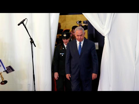 لأول مرة في إسرائيل.. رئيس حكومة أمام القضاء بتهمة الرشوة والاحتيال وخيانة الأمانة  - نشر قبل 2 ساعة