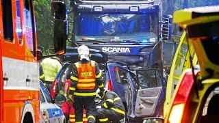 Smrtelná dopravní nehoda (vyproštění osob, čelní střet s kamionem) Opava - Služovice směr Hněvošice