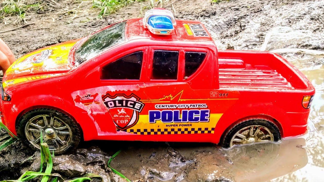 Мультики про машинки. Синий трактор и полицейская машина ...