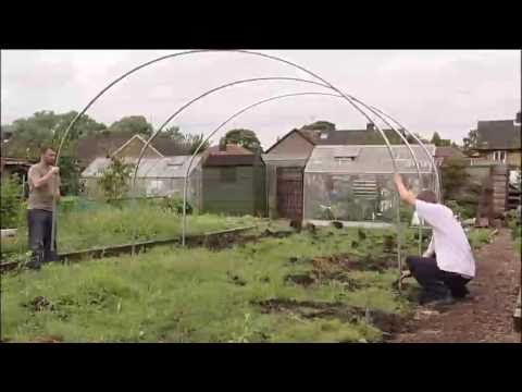 polytunnel-construction---hoop-assembly---v116