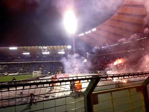 Krc Genk Standard de Liège ambiance début de match Croky Cup CRAQUAGE FUMIGÈNES