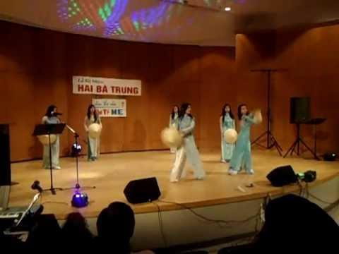 Q.eM: Ngay Tet Viet Nam - Vietnamese Hat Dance (Mua Non La) Hai Ba Trung 2012