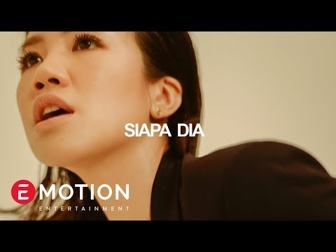 Agatha Suci -Siapa Dia (Official Audio Lyrics)