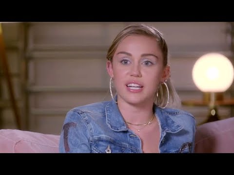 "Miley Cyrus Reveals She ""Struggled"" While Filming Hannah Montana"
