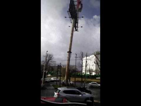 Fúria do vento no Brasil - Poste cai sobre rodovia