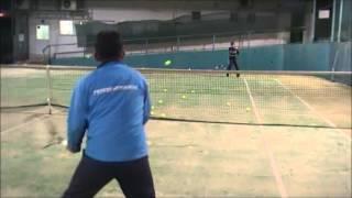 島田幸治コーチの美原庭球塾のレッスン風景です。