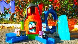 Макс играет в Игрушки Паровозик Томас и его друзья Распаковка Игрушек Thomas and Friends