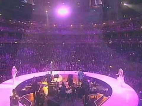 Robbie Williams - Feel (Live @ Fashion Rocks 151003)