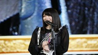 AKB48の横山由依が、6月16日にSNSでNMB48の山本彩と並ぶところを投稿し...