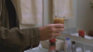 【喵嗷污】男子从水龙头接了杯水,一看水的颜色,就知道所有人都将大祸临头《天崩地裂》几分钟看灾难片