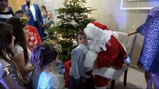 Жорж в костюме Деда Мороза встречает Новый 2020 год с друзьями и родственниками!