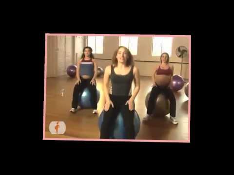 Les femmes enceintes font Pilates Groupe