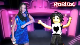 ROBLOX-DANCING WITH MOMMY (Dance Off) | Luluca Games