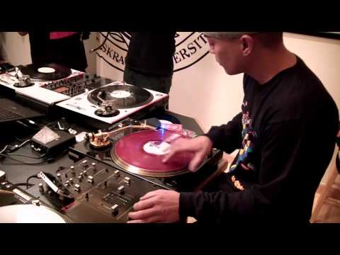 5 Minute Scratch Session with DJ Q-Bert & DJ Revolution (2011)