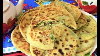 Мягкие лепешки на кефире с творогом  сыром и зеленью . Рецепт лепешек на сковороде .
