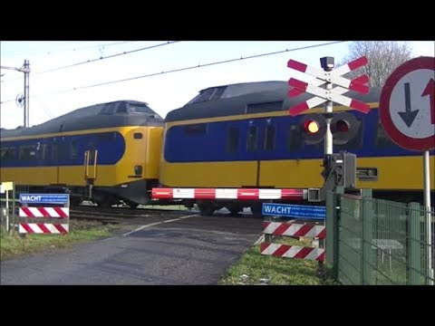 Spoorwegovergang Beilen // Dutch railroad crossing