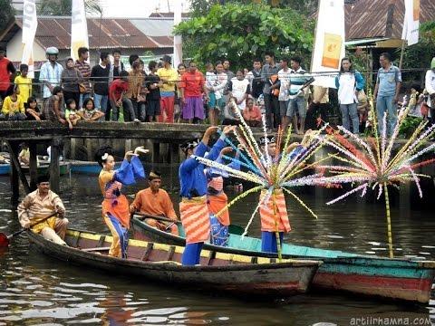 Tari Melayu diatas SAMPAN