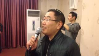 A Chinese Jew sings v'hi sh'amda